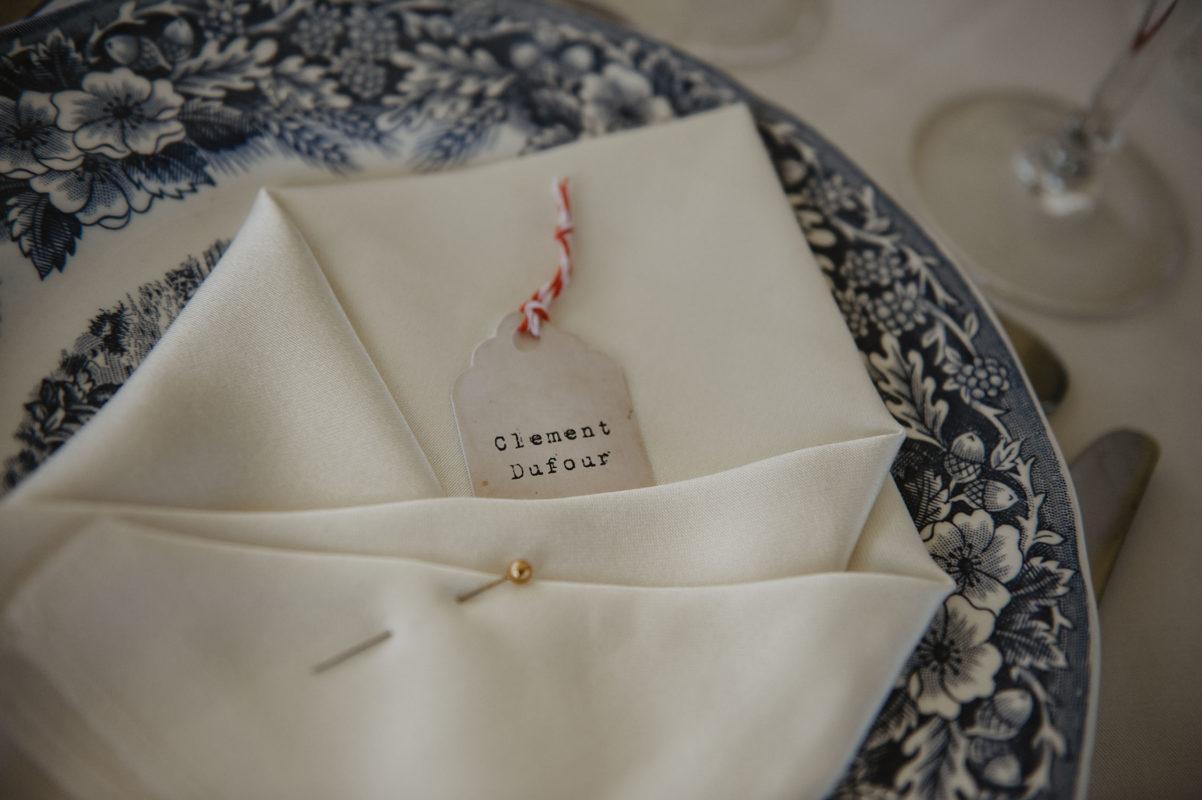 Déco de table pour un mariage vintage à Pau, Pyrénées Atlantiques, photographe de mariage moody et intimiste