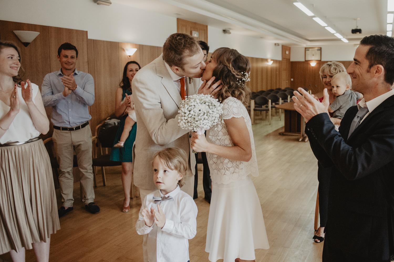 Cérémonie : Vous pouvez embrasser la mariée.