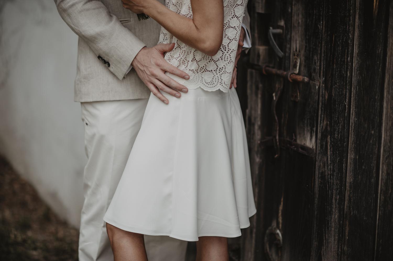 Photographe séance couple, robe courte Laure de Sagazan.