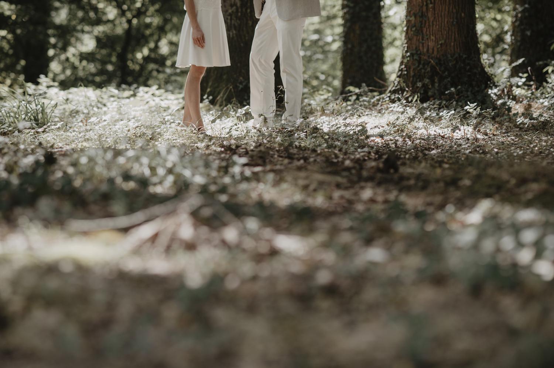 Mariage dans les bois. Robe courte Laure de Sagazan.