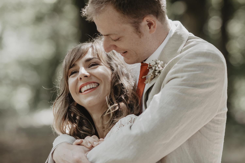 Mariage simple dans les bois.