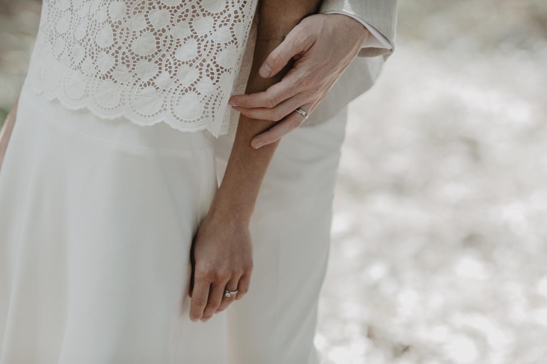 Détail des alliances, robe de mariée laure de Sagazan.