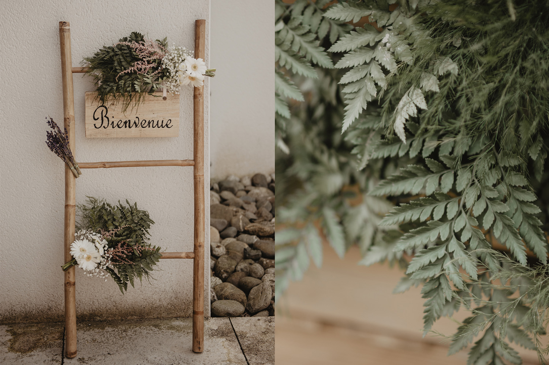 Déco de mariage fougère et fleurs simples. Arche de bienvenue en bambou naturel.