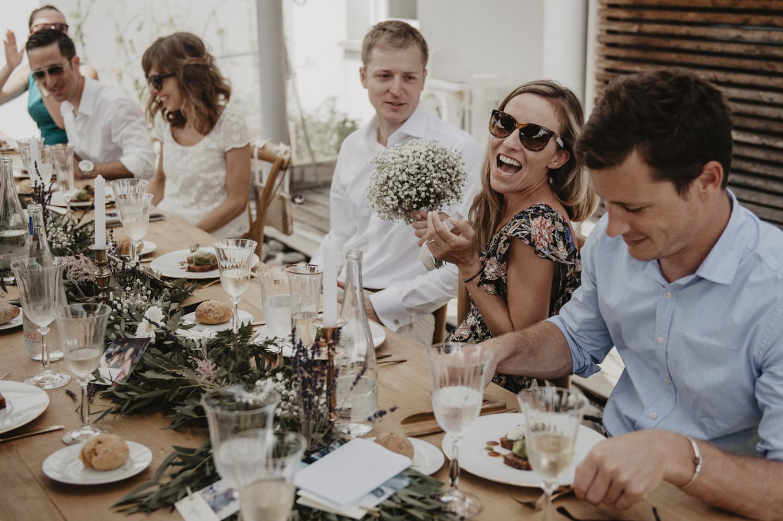 Repas de mariage à l'extérieur, déco vintage.