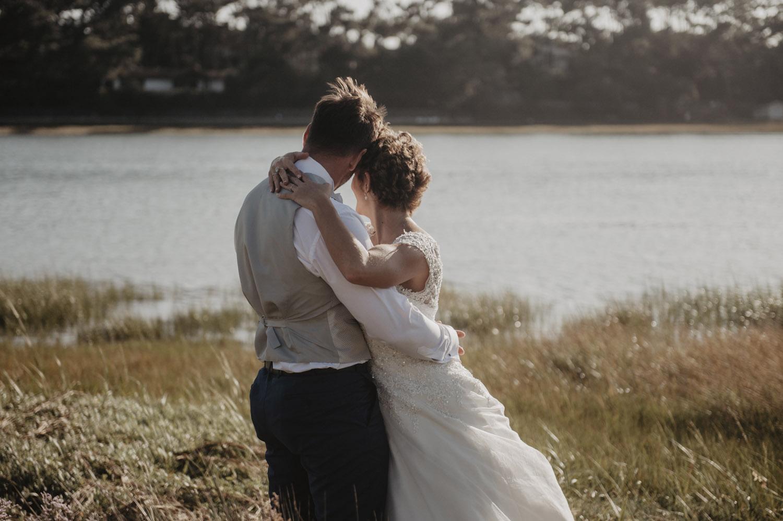 couple de mariés au lac d'hossegor