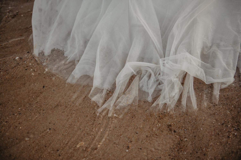 robe de mariée sur le sable