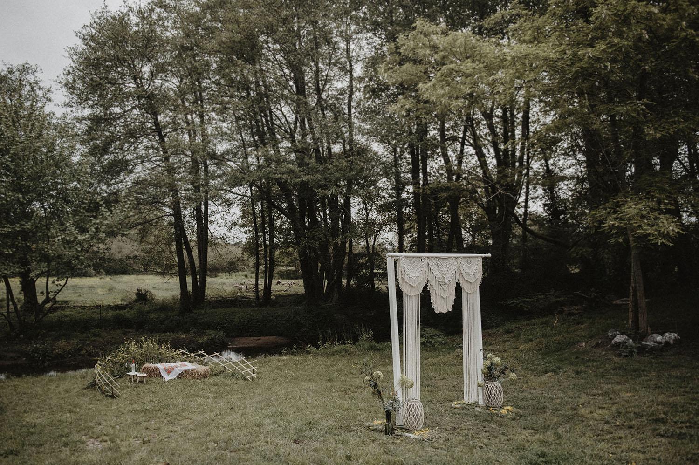 Arche en macramé pour un mariage bohème dans les Landes, photographe reportage mariage lifestyle sud-ouest de la France.