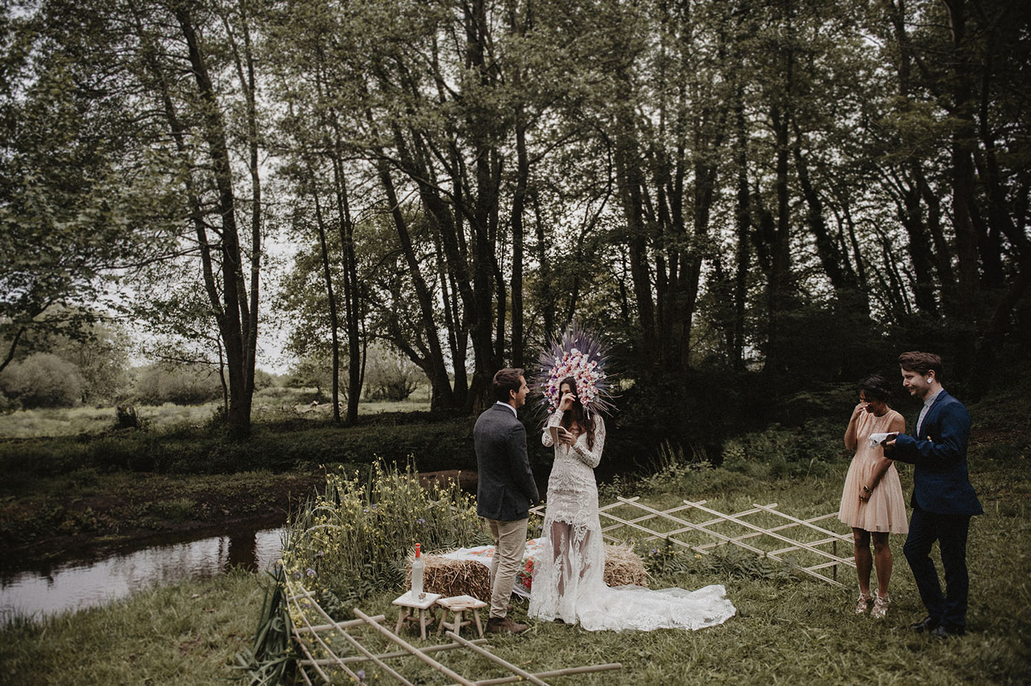 Outdoor ceremony at Coco Barn Wood Lodge in southwest of France, lifestyle wedding photographer Pau, Biarritz, Hossegor, Seignosse. Get married in France.