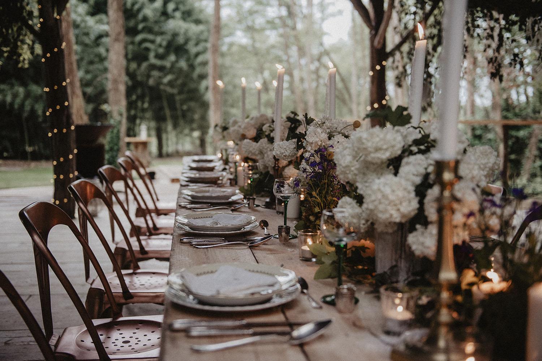 Inspiration mariage écoresponsable et végétal dans la nature. Coco Barn Wood Lodge à Angresse, près des plages d'Hossegor et Seignosse. Photographe mariage Pau, 64000.