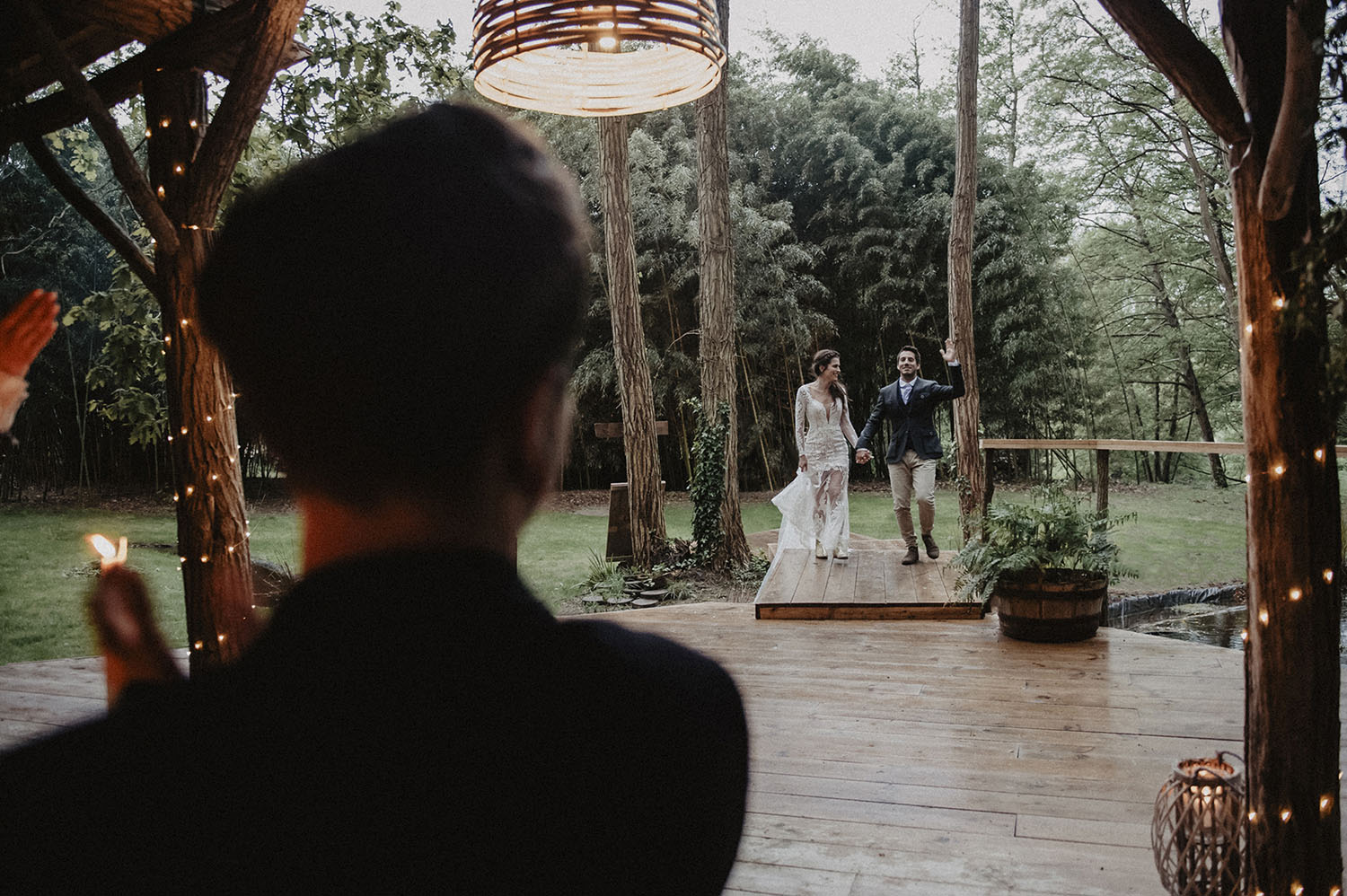 Wedding at the Wood House of Coco Barn Wood Lodge in southwest of France, French wedding photographer. Outdoor ceremony in the woods next to the beach Hossegor, Seignosse, Biarritz.