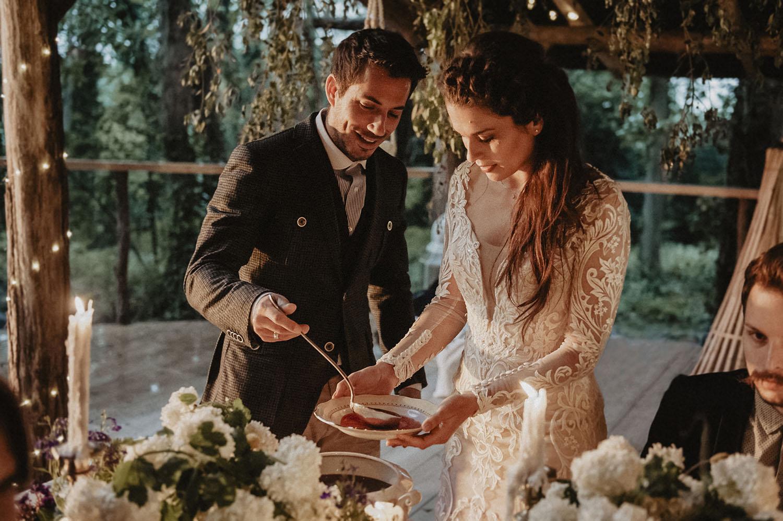 Mariage rustique dans les Landes. Cérémonie laïque en extérieur , repas et soirée dans la Wood House, mariage coresponsable au Coco Barn Wood Lodge