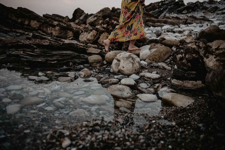 séance couple pieds nus sur la plage
