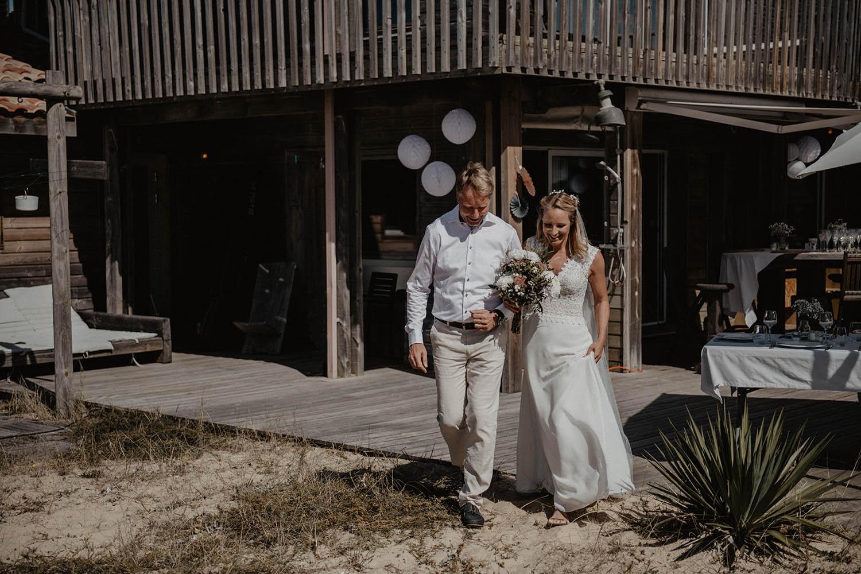 Cérémonie laïque en extérieur, dans les dunes, au bord de l'Océan dans les Landes, photographe mariage Pau