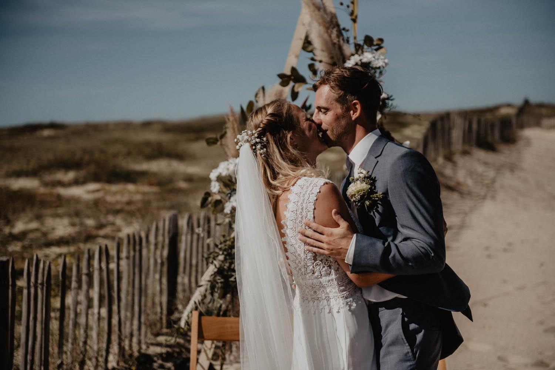 Photographe mariage intimiste, folk et atypique. Lifestyle, mariage au bord de la mer.