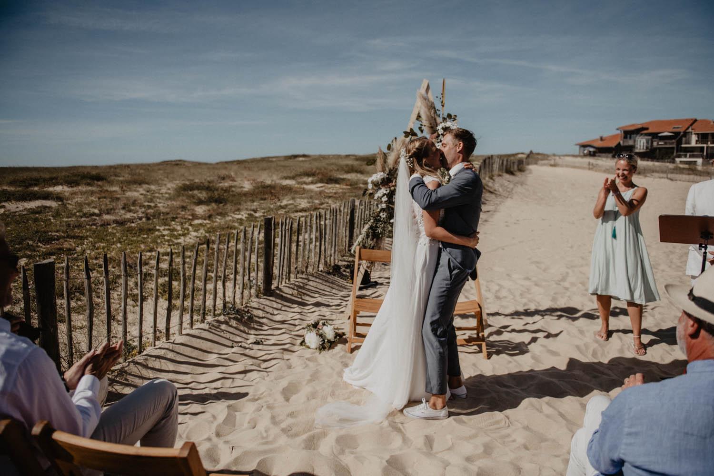 Photographe mariage intimiste, folk et atypique. Lifestyle, mariage au bord de la mer. Pau, Biarritz.