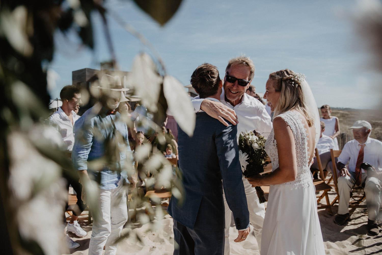 Photographe mariage intimiste, folk et atypique. Lifestyle, mariage au bord de la mer. Cérémonie laïque pieds dans le sable, photographe Pau, Tarbes, Biarritz, Pays Basque, Landes, 64, 40.