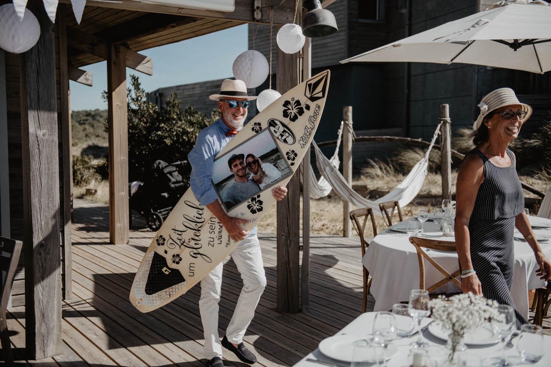 Photographe professionnel mariage intimiste, folk et atypique. Lifestyle, mariage au bord de la mer. Cérémonie laïque pieds dans le sable, photographe Pau, Hossegor, Seignosse, Biarritz, Pays Basque, Landes.