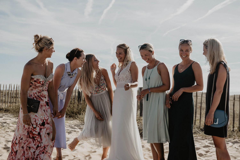 Séance photo couple et groupe mariage sur la plage. Photographe professionnel Pau, Hossegor, Capbreton. Aquitaine.