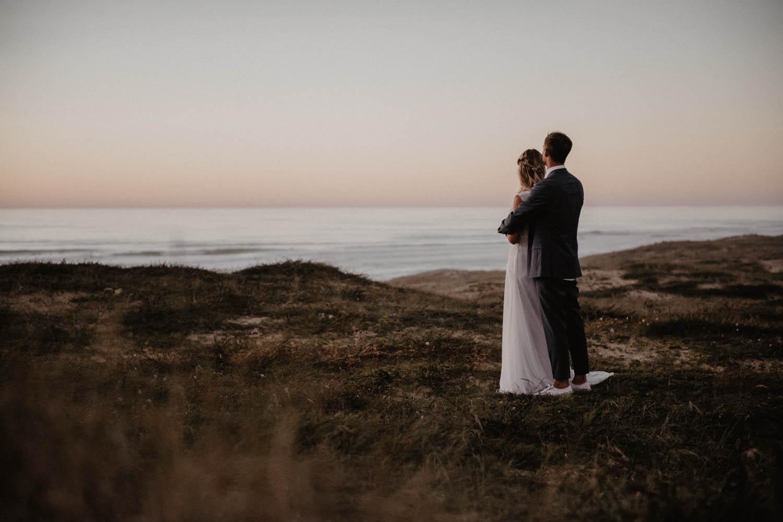 Mariage cool, inspiration folk et intimiste sur la plage, cérémonie le soir. Photographe lifestyle Pau, Biarritz, Hossegor, Aquitaine.