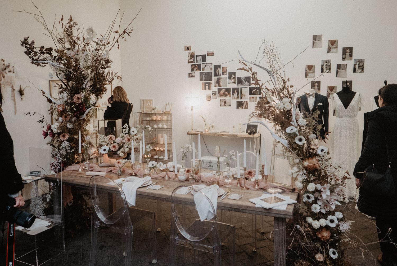 Festival de mariage Love.etc Paris 2019, inspiration pour une table de mariage élégante et authentique dans le tons de roses.