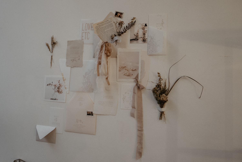 Inspiration papeterie de mariage en papier naturelles, fibres, noeuds en soie, camaïeux de roses et rude. Festival Love.etc.