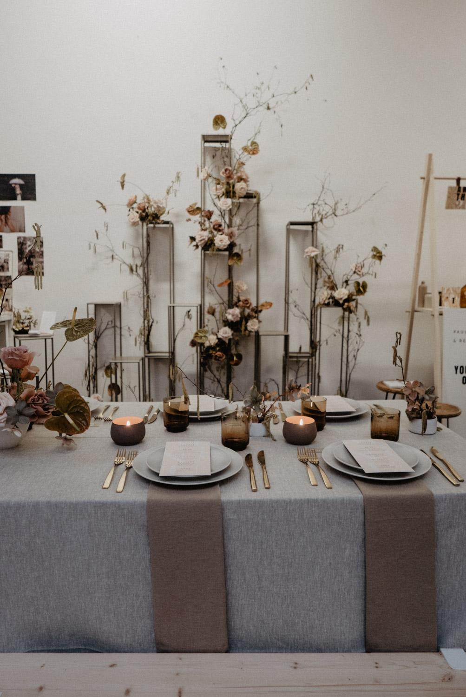 Photographe lifestyle, reportage de mariage moderne, spontané . Pau, Pays Basque, Landes. Photo de déco de table mariage.