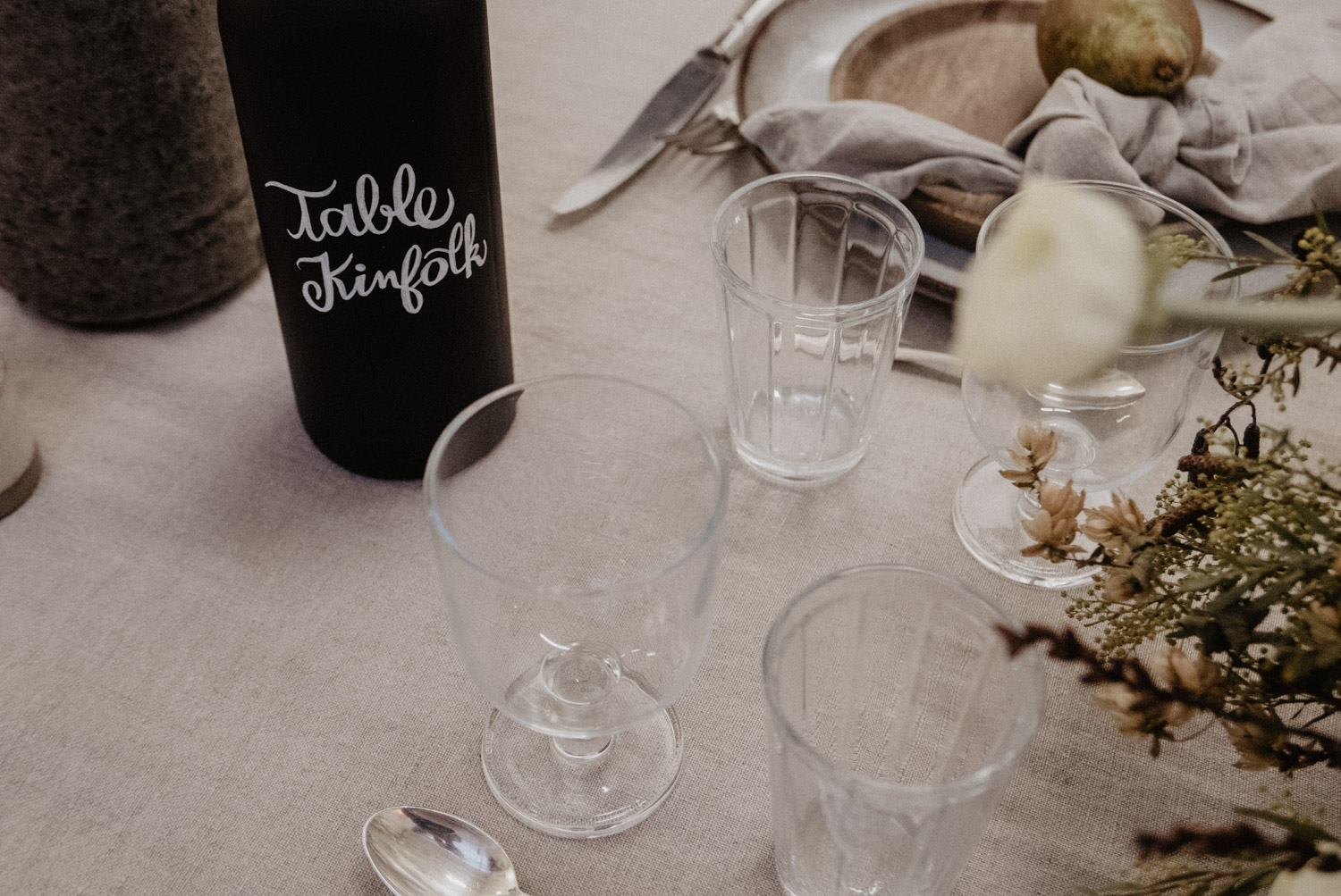 Inspiration table kinfolk, univers authentique pour mariage coresponsable. Photographe Aquitaine.
