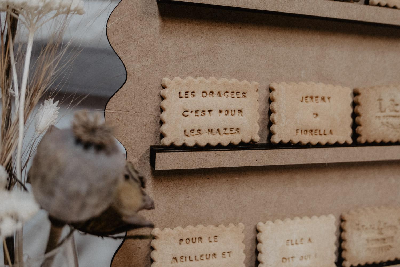 Biscuits personnalisés pour un mariage coresponsable et fun. Photographe mariage Pau, Biarritz, Hossegor.