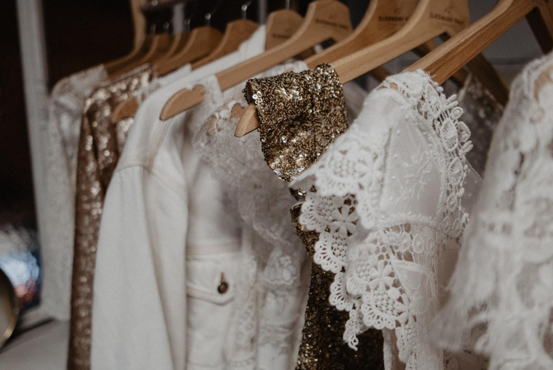 Détail des robes de mariée Eleonore Pauc Bordeaux Paris au festival Love.etc, photographiées par Patricia Hendrychova Estanguet, photographe de mariage Pau, Aquitaine.