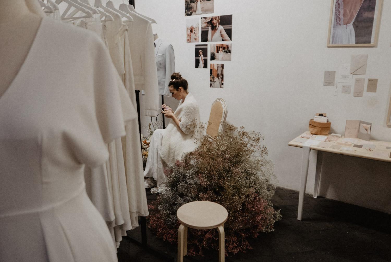 Robe de mariée poétique. Photographe mariage Pau, Hossegor, Seignosse, Landes, Aquitaine.
