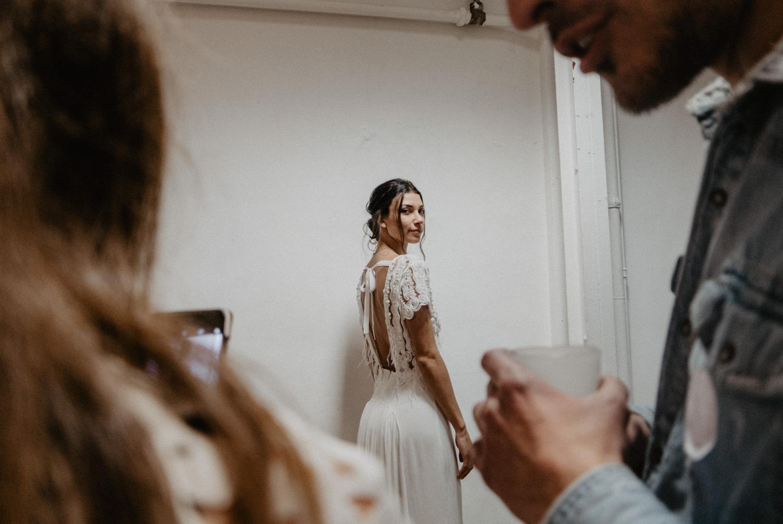 Défilé au festival Love àParis, robe de mariée de créatrice.