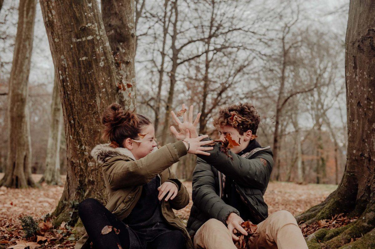 photographe famille seance lifestyle pau pays basque landes soeur frère en automne