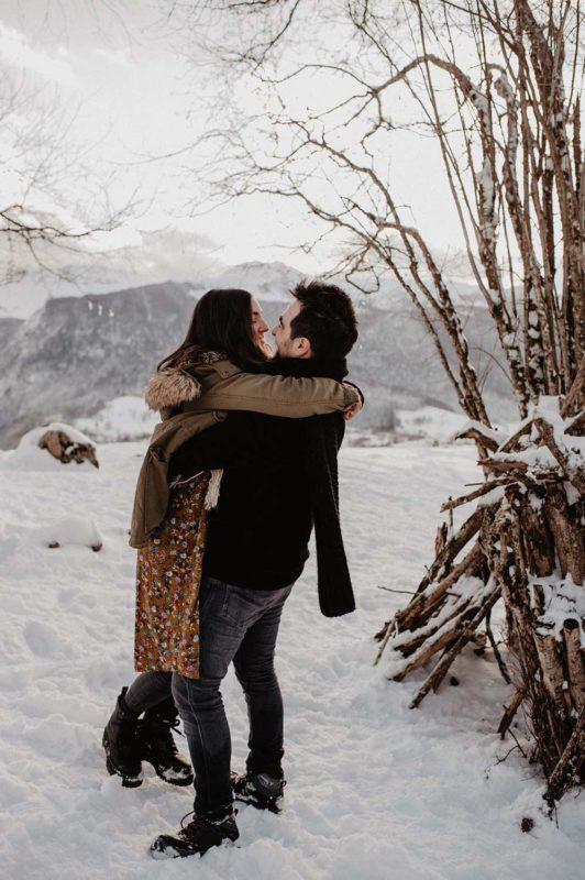 photographe mariage biarritz hossegor pau pays basque landes seance couple hiver a la montagne