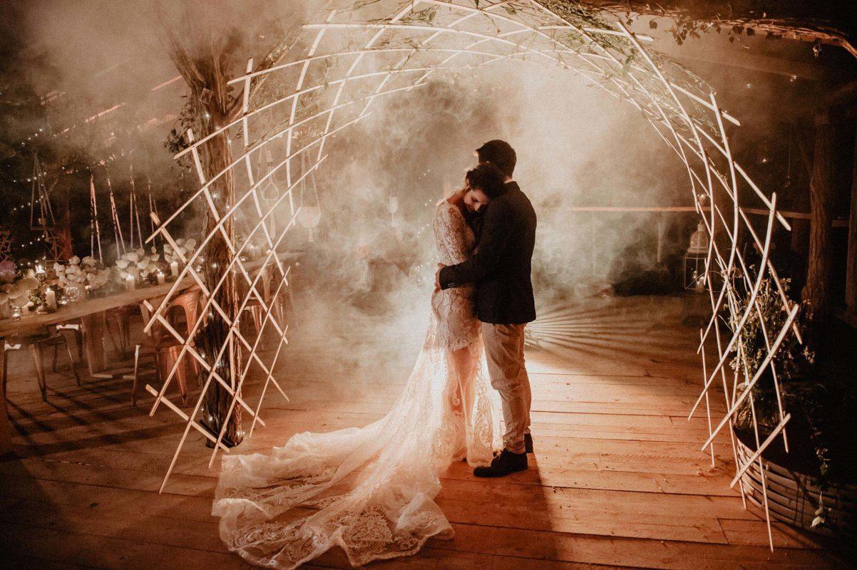Coco Barn domaine mariage dans les Landes, Wood House dans les bois, au bord d'un ruisseau et d'un ranch, soirée du mariage, photographe