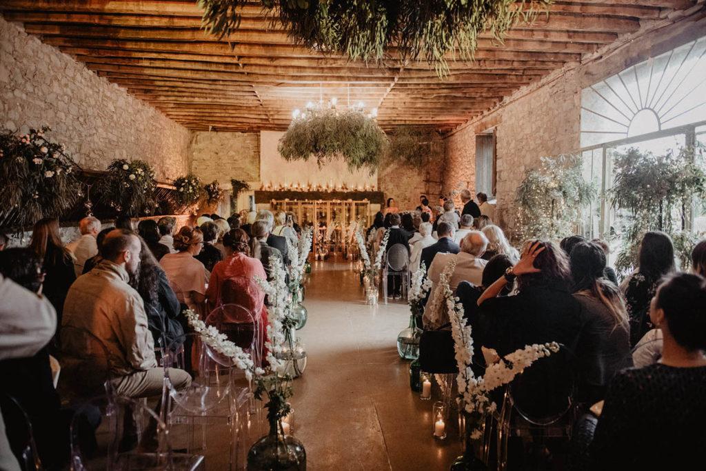 Décoration végétale de la Cérémonie laïque dans une Salle de réception atypique, verrière ancienne, mariage sous la pluie, Domaine de Lucain, 64, Pau, Aquitaine