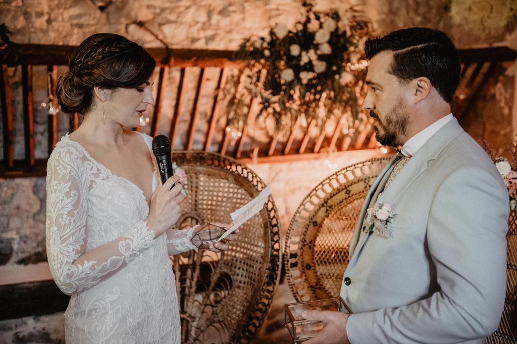Echange des voeux de mariés, Cérémonie laïque dans une Salle de réception atypique, verrière ancienne, mariage sous la pluie, Domaine de Lucain, 64000, Pau, Aquitaine