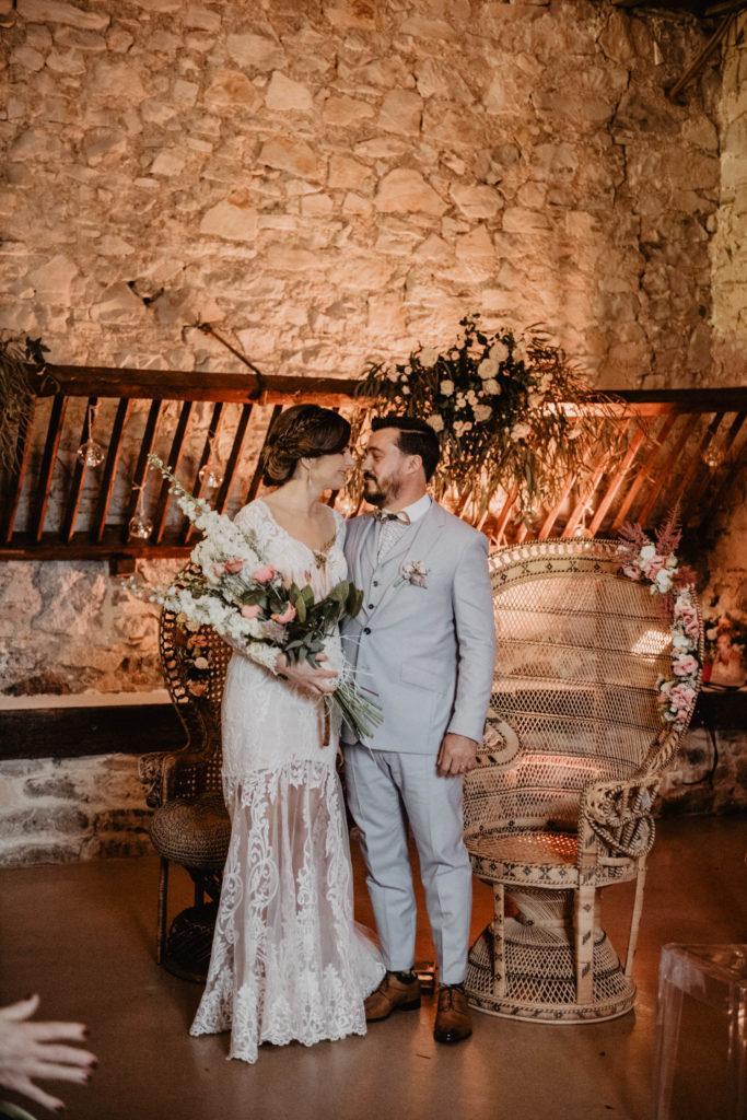 Echange des voeux des mariés pendant une Cérémonie laïque dans une Salle de réception atypique, verrière ancienne, mariage sous la pluie, Domaine de Lucain, 64, Pau, Aquitaine