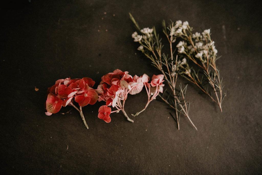 Fleurs pour le chignon de la mariée, mariage Pau, 64