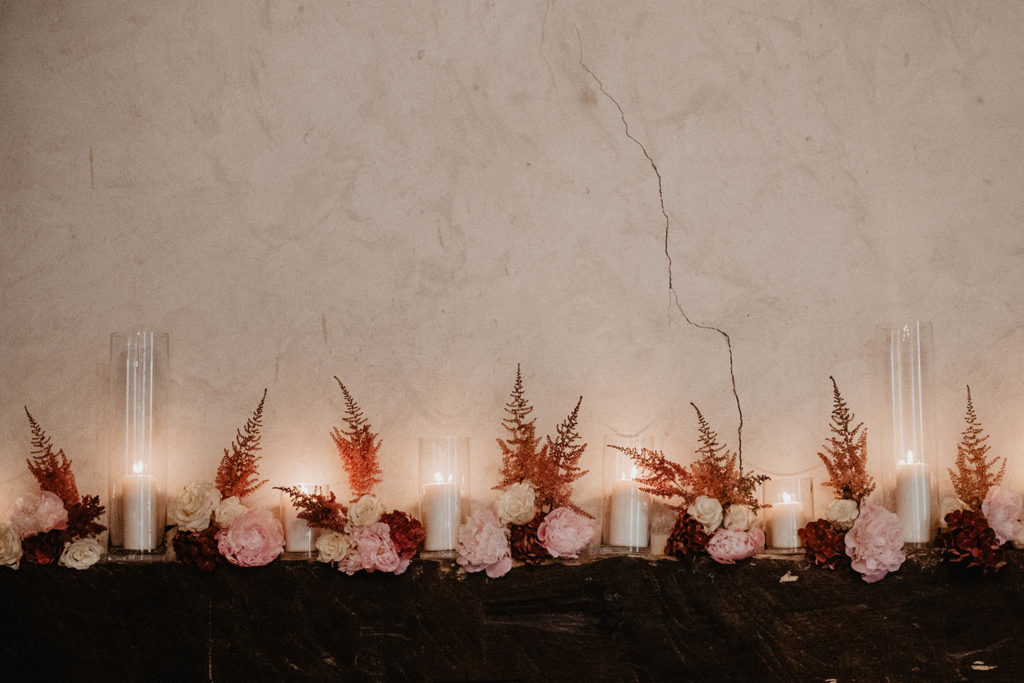 Déco de mariage rose et ocre, fleurs et bougie, ambiance chaleureuse, mariage romantique, Pau, Biarritz, 64