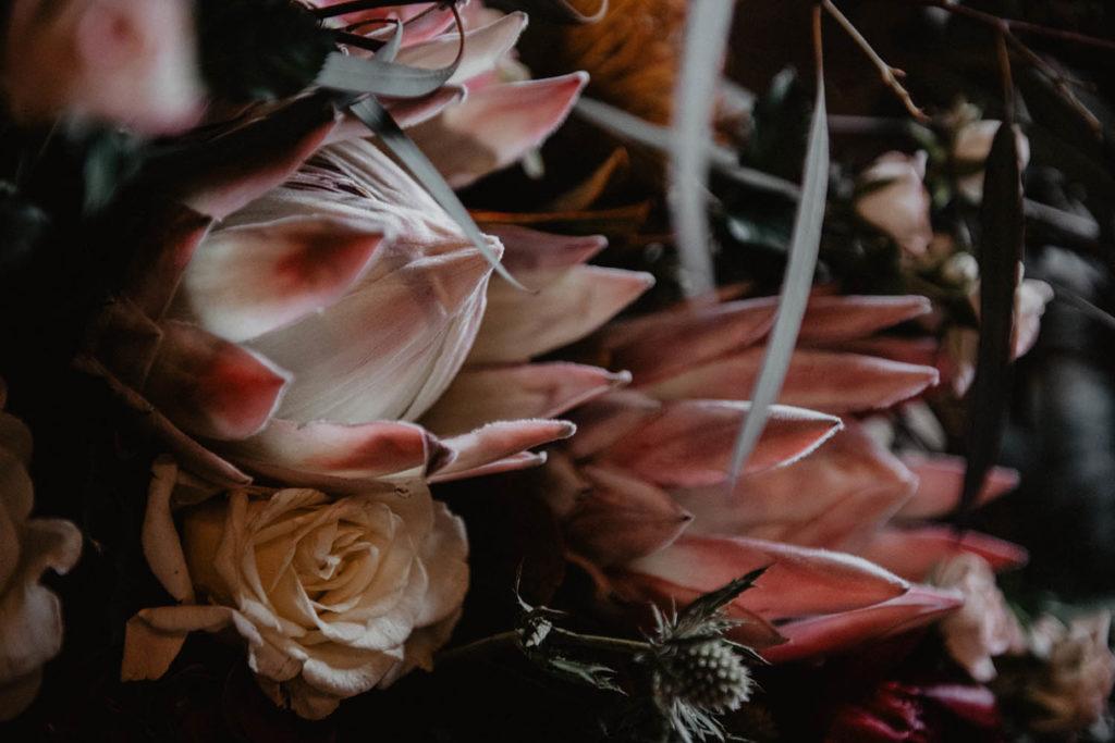 Fleurs exotique pour un mariage romantique, protea rose