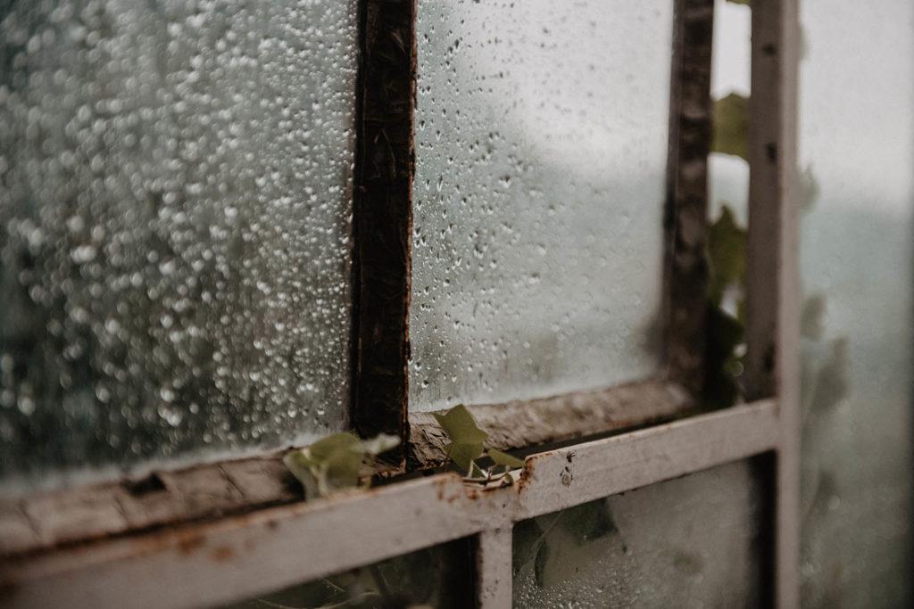 mariage sous la pluie, ambiance