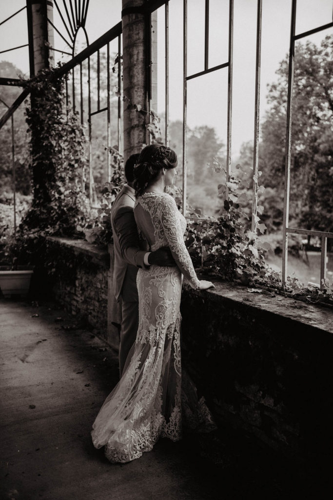 Mariage sous la pluie au Domaine de Lucain, séance de couple romantique