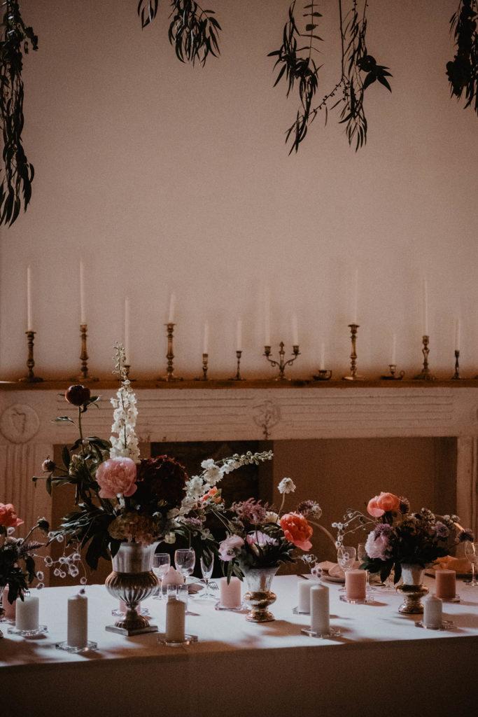 Déco de mariage romantique dans les tons de rose, Salle de réception au Domaine de Lucain, Aquitaine