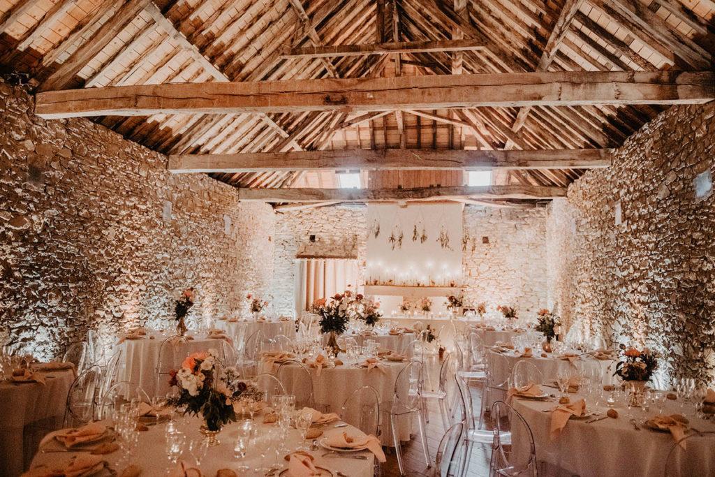 Salle du repas au domaine de lucain, ambiance ambrée rose gold