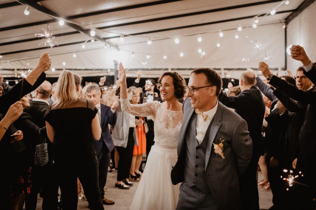 mariage château Monbet entrée mariés soirée cierges magiques